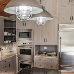 Lake of the woods cottage interiors:  Kitchen by Unit 7 Architecture