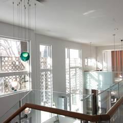 ZT Residence Interiors :  Corridor & hallway by Unit 7 Architecture