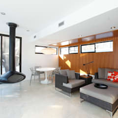 ZT Residence Interiors :  Media room by Unit 7 Architecture
