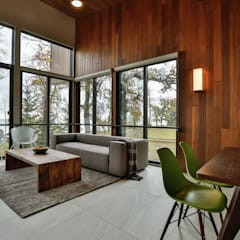 Winnipeg beach weekend home:  Living room by Unit 7 Architecture,
