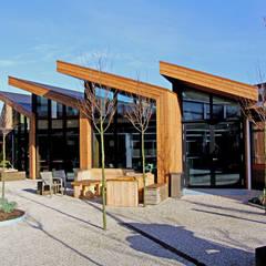 Uitbreiding personeelsruimte middelbare school Moderne scholen van OX architecten Modern Bamboe Groen
