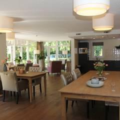 Gezamenlijke woonkamer:  Gezondheidscentra door Vos | Hoffer | vdHaar architecten