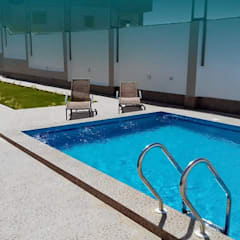 فيلا مودرن تطل علي بحيرة مريوط:  مسبح تنفيذ New Home Architecture