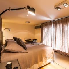 Departamento en La Cuesta Dormitorios rústicos de Interiores B.AP Rústico