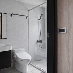 TOUGH   INN:  浴室 by 寬度 空間設計整合