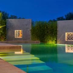 mediterraan Zwembad door GESTEC. Arquitectura & Ingeniería