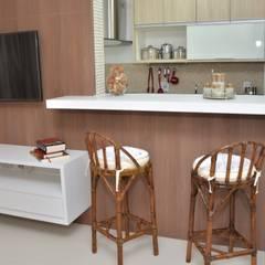 Sala e Cozinha de Apartamento: Salas de estar  por Paula Ferro Arquitetura