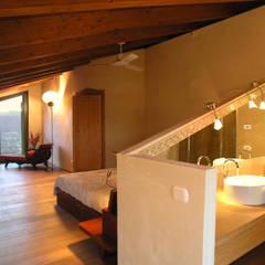 Bedroom by architetture e restauri biocompatibili