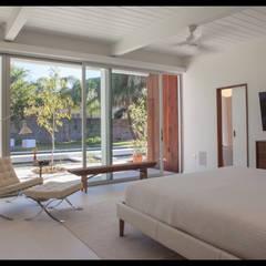 Emerald Street Residence, New Orleans:  Bedroom by studioWTA, Modern