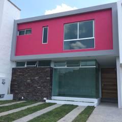 Fachada: Casas de estilo minimalista por Base-Arquitectura