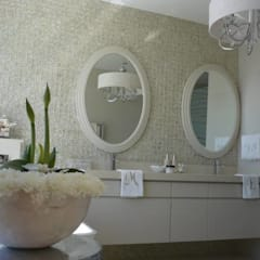 House Bantry Bay:  Bathroom by The Painted Door Design Company
