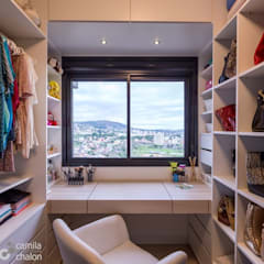 Dressing room by Camila Chalon Arquitetura