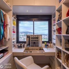 Modern dressing room by Camila Chalon Arquitetura Modern