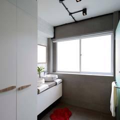 Modern Scandinavian HDB Apartment: modern Bathroom by HMG Design Studio