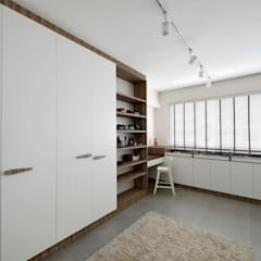 Modern Scandinavian HDB Apartment:  Dressing room by HMG Design Studio
