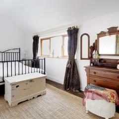 Bedroom:  Bedroom by Askew Cavanna Architects