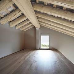 CA' VASOIN: Pareti in stile  di  michele gambato  architetto, mgark