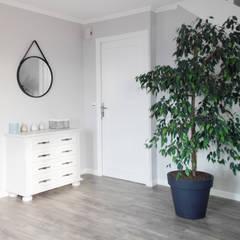 BOIS FLOTTÉ: Couloir et hall d'entrée de style  par SAMANTHA DECORATION,
