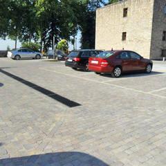 Reforma del Parador de Jarandilla de la Vera: Garajes de estilo  de Alarife Estudio de Arquitectos SLP
