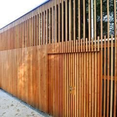 "GARAGE ""R"": Garage / Hangar de style  par Atelier Presle"