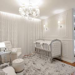 Nursery/kid's room by Patrícia Azoni Arquitetura + Arte & Design