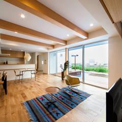 Salas de estilo  por STaD(株式会社鈴木貴博建築設計事務所)