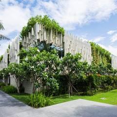 designer  paysagiste : Maisons de style de style Industriel par deco paysage concept Marbella