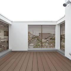 2F バルコニー: Kazuro Otsubo Architects 大坪和朗建築設計事務所が手掛けたベランダです。