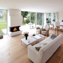 Gut Blick Zum Kamin: Moderne Wohnzimmer Von Lioba Schneider