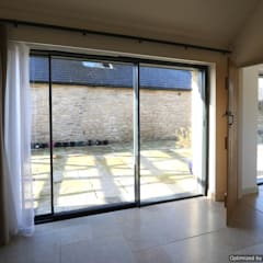 Stable Barn:  Corridor & hallway by IQ Glass UK
