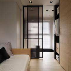 غرفة نوم تنفيذ 沐朋設計 , حداثي