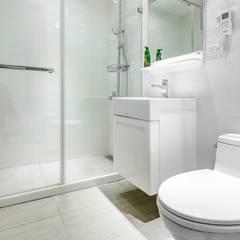 Bathroom by 唯創空間設計公司