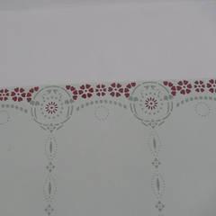 Biedermeierschablone: Und so sieht's an der Wand aus.:  Wände von ab-design GmbH
