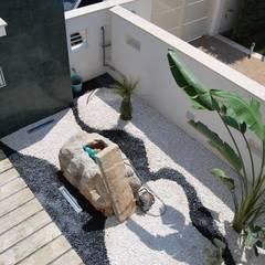 Ingresso Zen: Giardino in stile  di Arch. STEFANELLI Gabriella