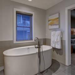 61 Paintbrush Park: eclectic Bathroom by Sonata Design