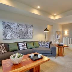 121 Hillcrest Drive:  Living room by Sonata Design,Modern