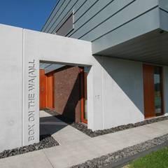 現代房屋設計點子、靈感 & 圖片 根據 Brand I BBA Architecten 現代風