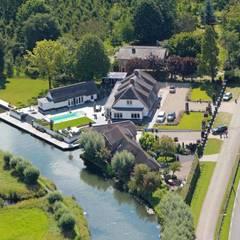 Landelijke woning Odijk :  Zwembad door Brand BBA I BBA Architecten