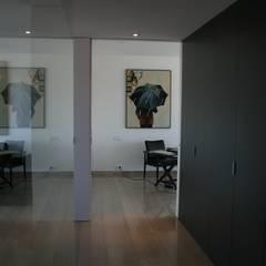 Ático en la Alameda: Pasillos y vestíbulos de estilo  de ARCOtectura