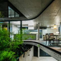 Casa LEnS: Jardins minimalistas por obra arquitetos ltda