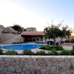 mediterraner Pool von Ebru Erol Mimarlık Atölyesi