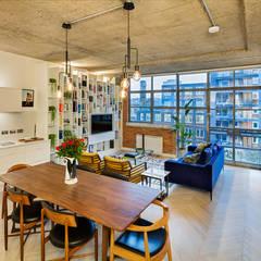 Living Mono-space:  Living room by Warret & Jullion