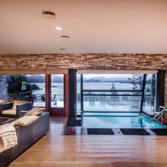 Vivienda Unifamiliar: Spa de estilo  por Sidoni&Asoc,Moderno
