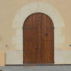 Portas e janelas rústicas por Estudio Arquitectura Ricardo Pérez Asin Rústico