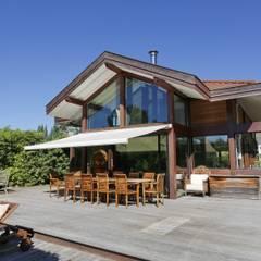 Maison Veyrier du Lac: Maisons de style  par ARQUITECT CONCEPTION