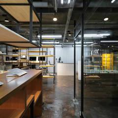 US3C優勢科技-二手3C賣場 設計:  辦公大樓 by 光島室內設計
