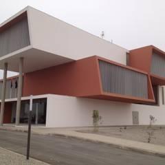 Edificio do Governo Provincial do Namibe . Angola: Escritórios e Espaços de trabalho  por josé abílio arquitecto's