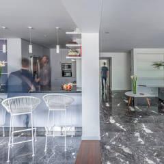 Apartamento LC: Comedores de estilo  por CENTRAL ARQUITECTURA