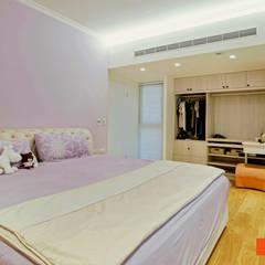Dormitorios de estilo  por Unicorn Design