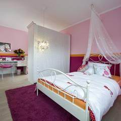 Kinderzimmer unter dem Motto Prinzessin:  Kinderzimmer von Heinz von Heiden GmbH Massivhäuser